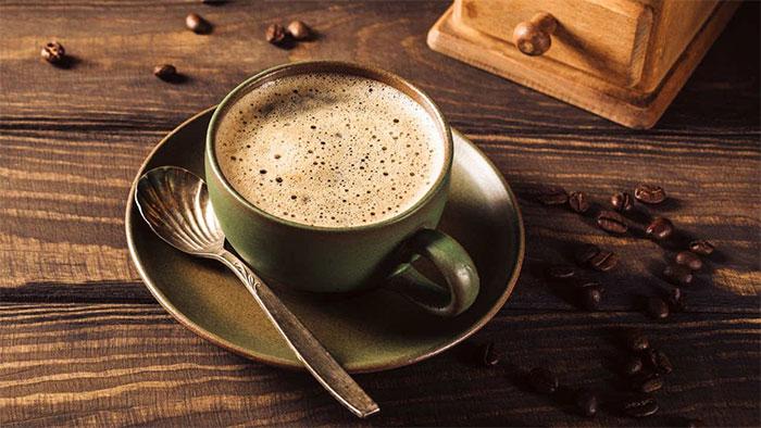 Phần lớn những người nghiện caffeine khi cố gắng cai đều trải qua các cảm giác đau đầu, mệt mỏi.