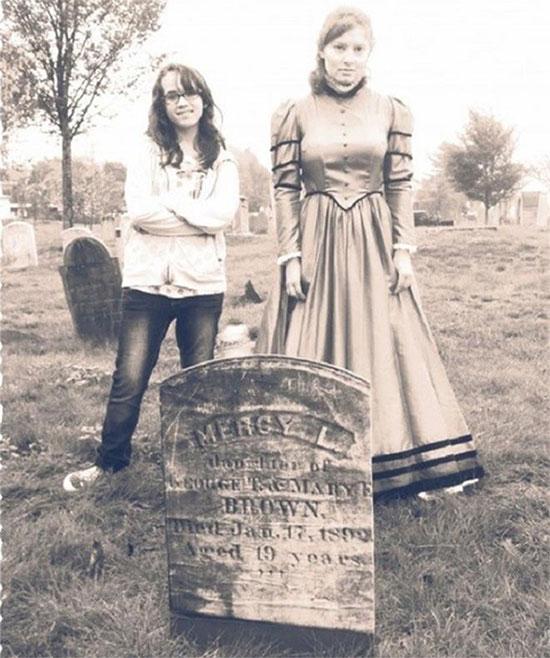 Ngôi mộ nổi tiếng của người bị cho là ma cà rồng cuối cùng của New England.