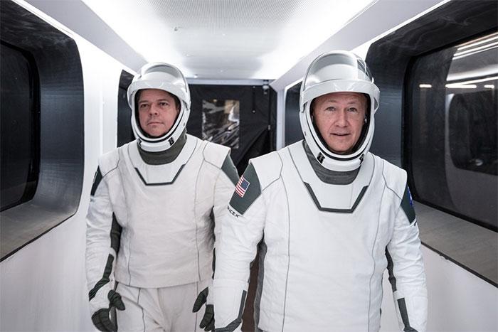 """""""Tôi muốn mọi người cảm thấy như một anh hùng khi khoác lên bộ quần áo đó"""", Musk nói."""