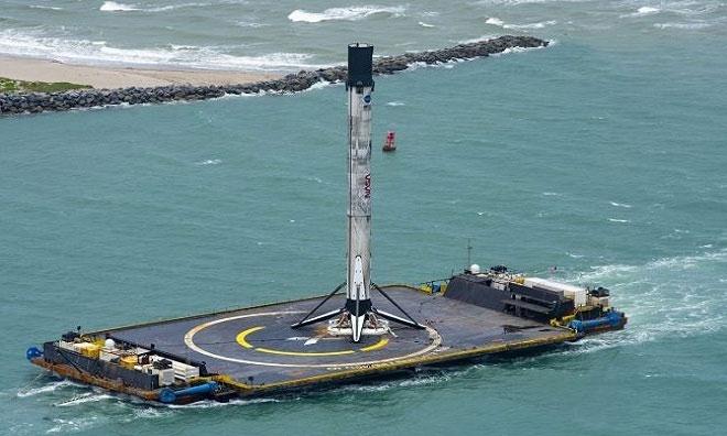 Tầng đẩy tên lửa Falcon 9 cập cảng Canaveral