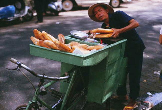 Một bức ảnh khác về ông Lý Toét ở góc đường Phan Thanh Giản (nay là Điện Biên Phủ)