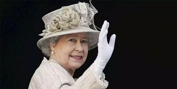 Cách vẫy tay thường thấy ở Nữ hoàng Anh.