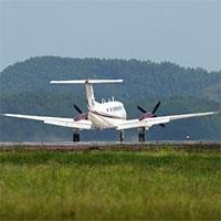 Vì sao bạn nên cài dây an toàn cho đến khi máy bay dừng hẳn?