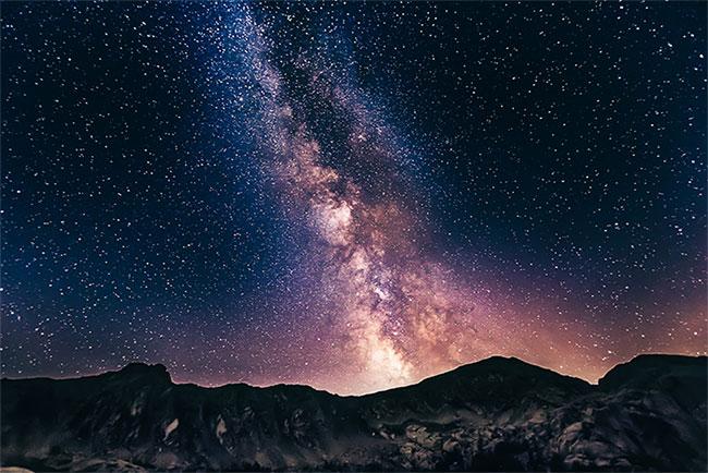 Bằng nhiều phương trình, nhóm nghiên cứu ước tính có khoảng 36 nền văn minh thông minh trong dải ngân hà