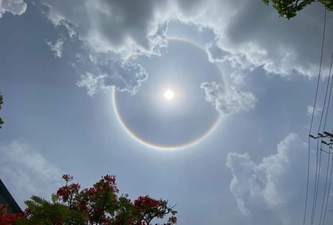 Trưa 16/6, TP.HCM, Vũng Tàu, Mỹ Tho và một số tỉnh Đông Nam Bộ xuất hiện hiện tượng hào quang mặt trời
