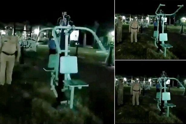 """Cảnh tượng """"ma tập thể dục"""" tại công viên được các cảnh sát chứng kiến khi đi tuần vào ban đêm."""