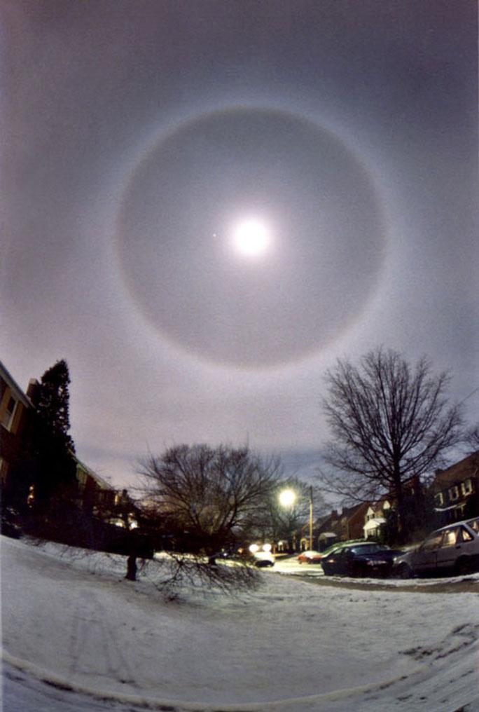Hào quang mặt trăng ở Pennsylvania, Mỹ tháng 4-2003