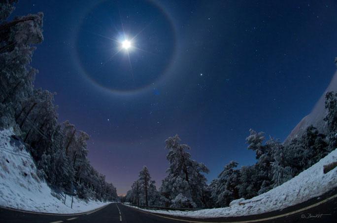 Hào quang mặt trăng ở vùng hoang vắng gần Marid, Tây Ban Nha vào tháng 12-2012