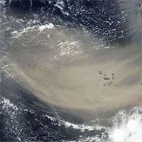 Khối bụi khổng lồ bay hơn 3.200km trên biển