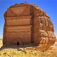 Lâu đài cô đơn nổi bật giữa sa mạc
