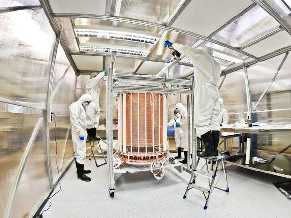 Thùng chứa Xenon trước khi được lắp đặt.