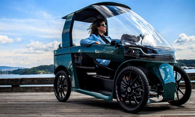 Car-eBike trông như một chiếc ôtô mini, nhưng là xe đạp điện bốn bánh.