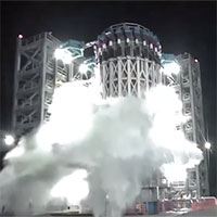 Bồn chứa nhiên liệu của một quả tên lửa bị thổi tung trông như thế nào?