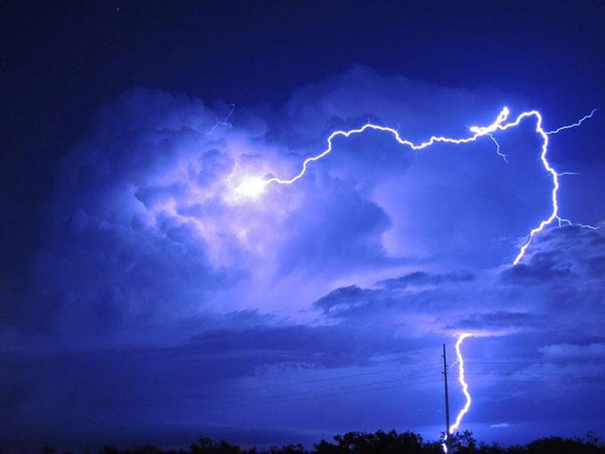 Một tia sét xuất hiện ở Snyder, bang Texas, Mỹ vào tháng 6/2014.