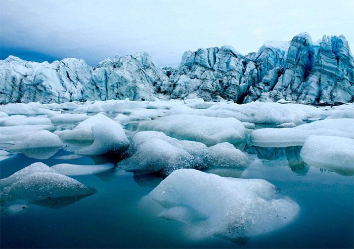 Khi nhiệt độ trung bình của Trái đất nóng lên thì sẽ làm cho lượng băng ở Nam Cực và Bắc Cực tan ra.