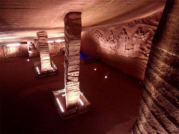 Có thể hang Long Du đã được xây dựng cách đây 2000 năm.