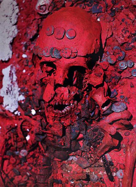 Nữ Hoàng Đỏ Maya được tìm thấy vời một màu đỏ bao trùm ngôi mộ cổ và toàn bộ hài cốt