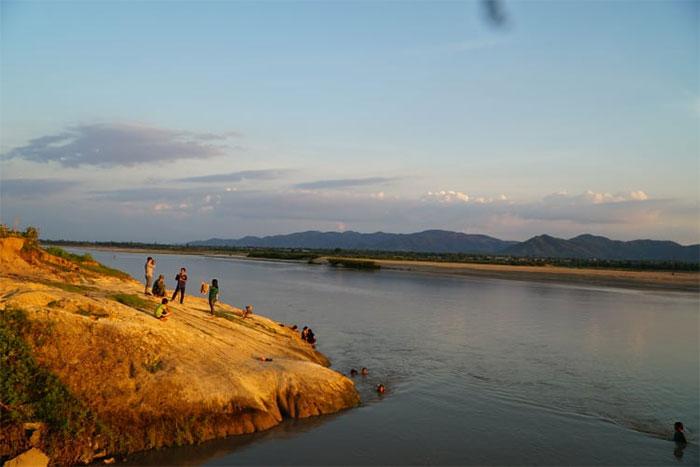 Khu vực phát hiện các hóa thạch Cúc đá tại bờ sông buôn Tơnia, xã Chư Gu, huyện Krông Pa (Gia Lai).