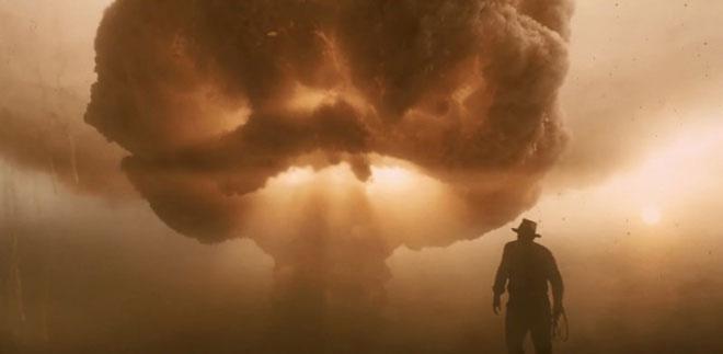 Trốn trong tủ lạnh để thoát khỏi bom nguyên tử trong Indiana Jones and the Kingdom of the Crystal Skull (2008)