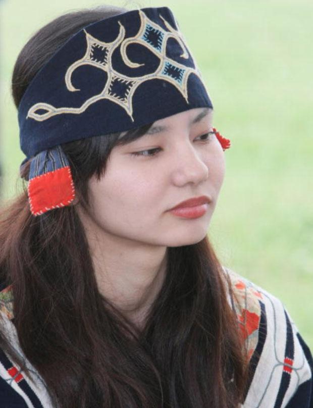 Phụ nữ tộc Ainu ngày nay.