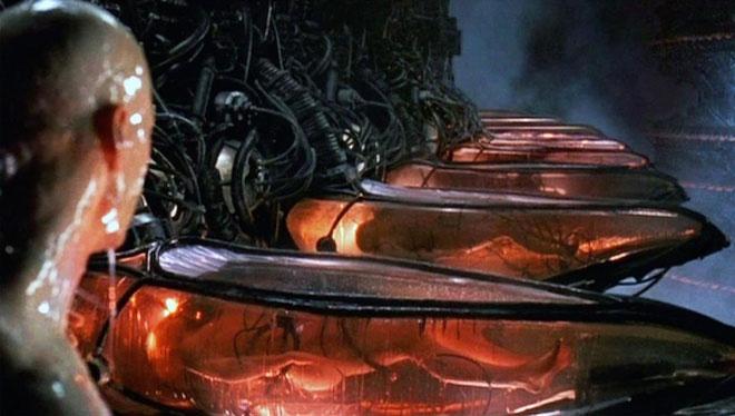 Con người trở thành pin cho máy móc trong loạt The Matrix