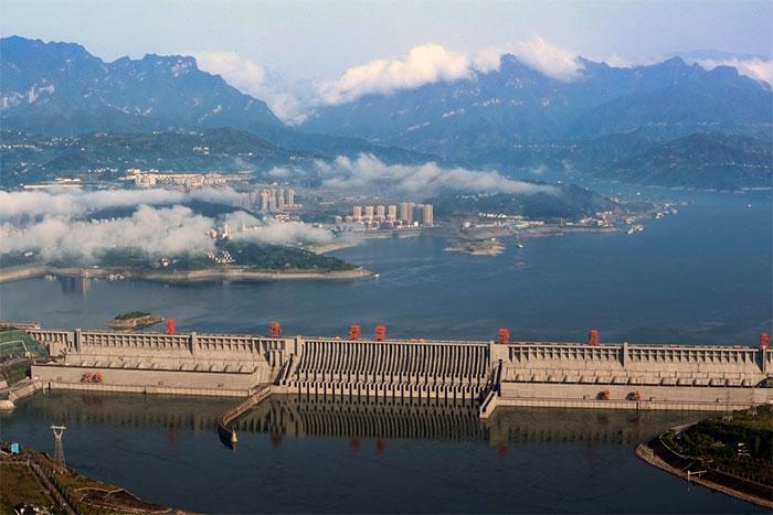 Bức tường chính của đập Tam Hiệp được hoàn thành vào năm 2006 với chiều dài 2.355 m