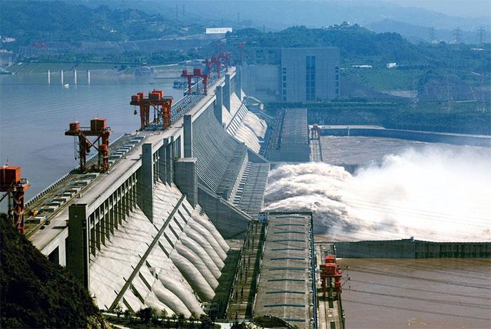 Với hồ trữ nước có dung tích tới 39,3 km3, con đập được xác định sẽ giảm tỉ lệ lũ lụt 1/10 năm thành 1/100 năm