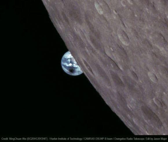 Bạn có thể thấy rõ bóng tròn mà Mặt Trăng tạo ra trên bề mặt Trái Đất.