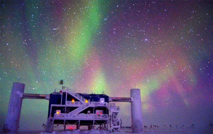 Đài thiên văn IceCube của Nam Cực, nơi đầu tiên tóm được