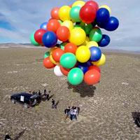 Cần bao nhiêu quả bóng bay để có thể nâng 1 người trưởng thành bay lên trời?