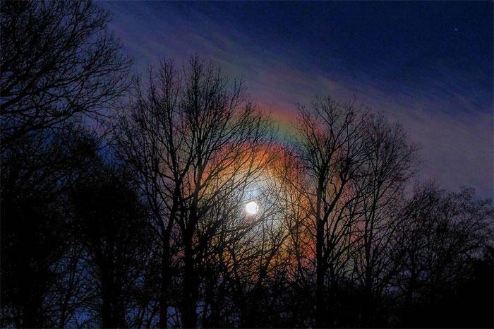 Hiện tượng cầu vồng mặt trăng khá hiếm gặp trên thế giới.