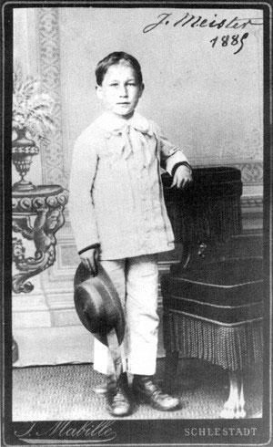 Joseph Meister (1876 - 1940) sau khi được chữa khỏi bệnh dại.