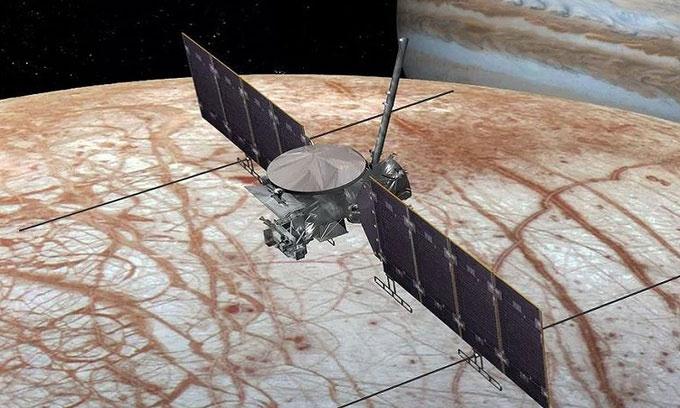 Mô phỏng tàu Europa Clipper bay trên mặt trăng sao Mộc.