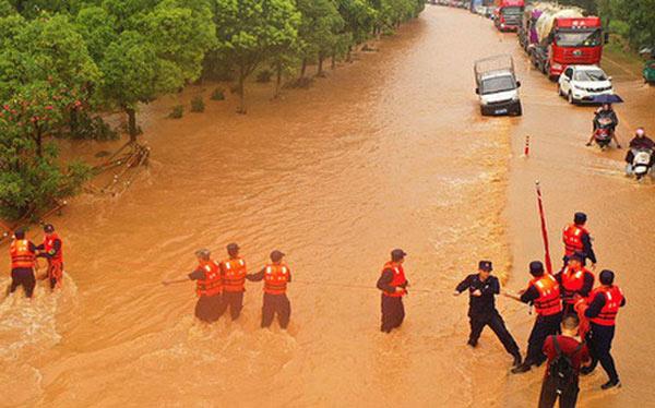 """Cảnh báo """"đại hồng thủy"""" ở lưu vực hồ nước ngọt lớn nhất Trung Quốc"""