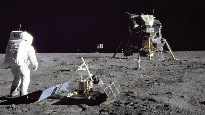 Một trong hai phi hành gia của tàu Apollo 11, đặt những bước chân đầu tiên lên mặt trăng vào ngày 20-7-1969.