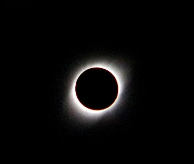 Vào lúc cực điểm của nhật thực, Mặt Trăng sẽ che khuất 99,4% Mặt Trời