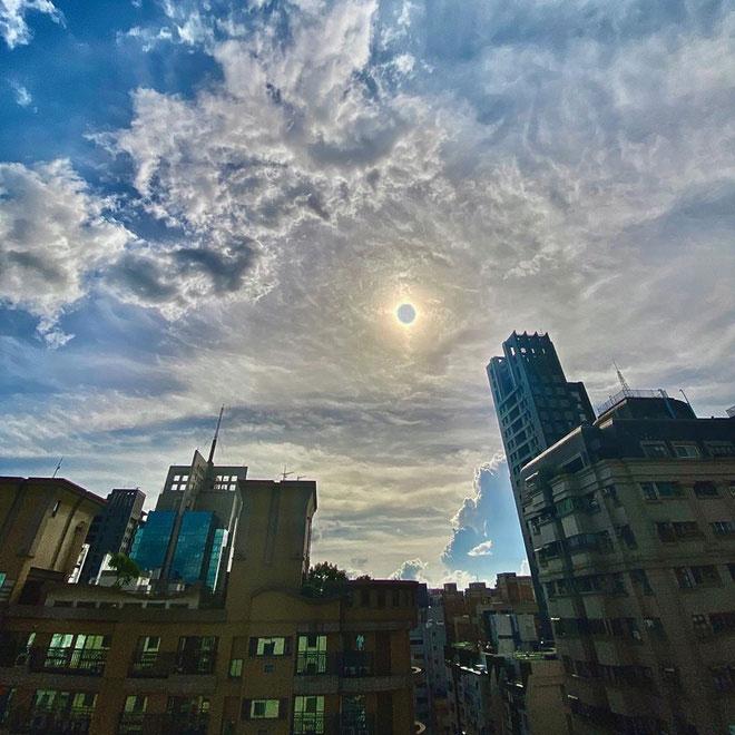 Hình ảnh nhật thực tại thành phố Cao Hùng, Đài Loan được người dân chụp bằng iPhone.