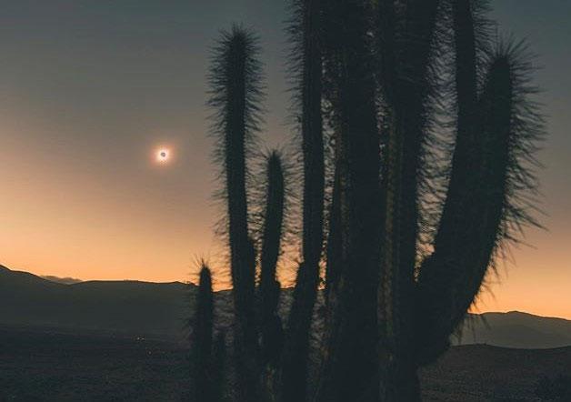Ảnh nhật thực chụp bằng bằng Galaxy S10+ tại sa mạc ở thị trấn La Higuera (Chile).