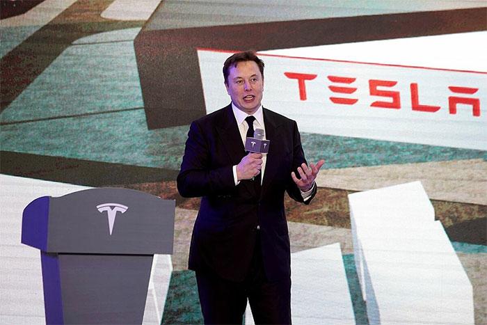 27 tuổi, Musk trở thành tỷ phú