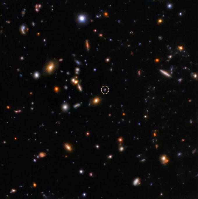 Chớp gamma SGRB181123B (vùng khoanh tròn) chụp bởi kính viễn vọng.