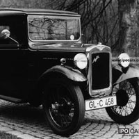 [Bạn có biết] Từ năm 1930, người ta đã dùng những cách này để đậu xe song song dễ thở hơn