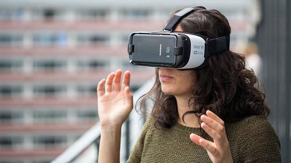 Dùng tính năng VR trên smartphone cũng là một cách làm nó nóng lên nhanh chóng