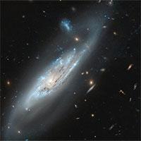 """Phát hiện thiên hà xoắn ốc có """"cánh tay ma quái"""""""