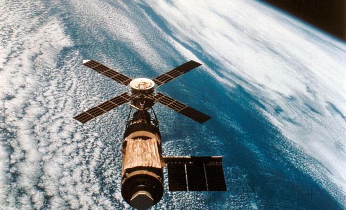 Hình ảnh trạm vũ trụ Skylab do các phi hành gia cuối cùng chụp từ tàu vũ trụ Apollo.