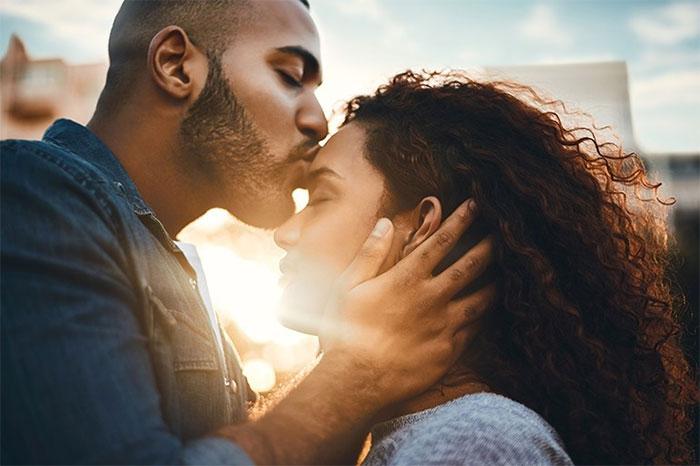 Không phải tất cả mọi người đều thực sự hôn.