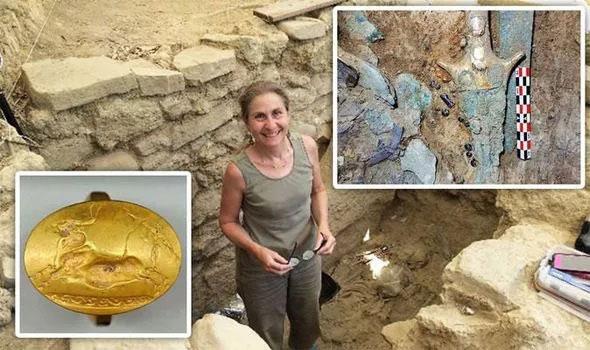 Cổ mộ chứa đầy đồ tạo tác bằng vàng bạc khiến các nhà khảo cổ học bị sốc.