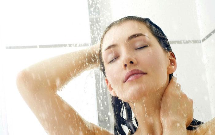 Tắm nước lạnh có thể giúp cải thiện các triệu chứng và những tình trạng sức khỏe nói chung.