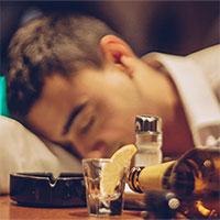 Tại sao uống rượu lại say và có những người dễ say hơn những người khác?
