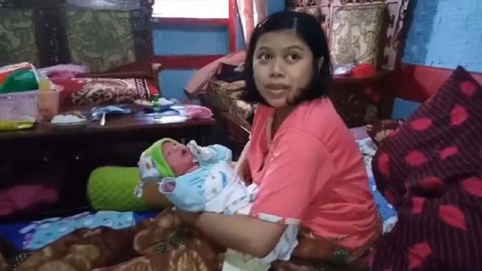 Hình ảnh Heni Nuraeni và bé trai mới sinh.