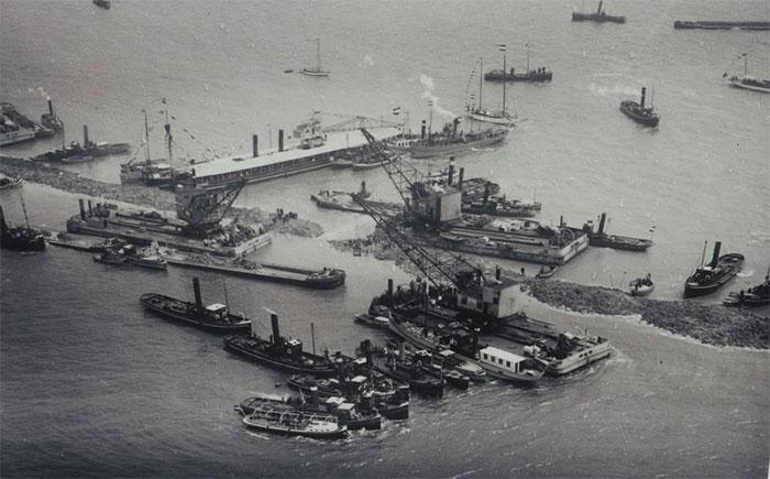 Số lượng vật liệu được sử dụng cho Afsluitdijk ước tính khoảng 23 triệu m3 cát và 13,5 triệum3 xi măng